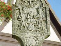 Marterl und Wegkreuze Reichmannshausen Gedenkstock am Dorfplatz